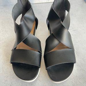 Universal Threads Black Flat Sandals White Bottoms